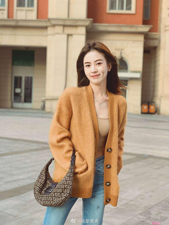 街上遇見氣質正妹,微微一笑讓人瞬間融化